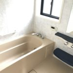 浴室は1坪タイプで広々・全自動給湯